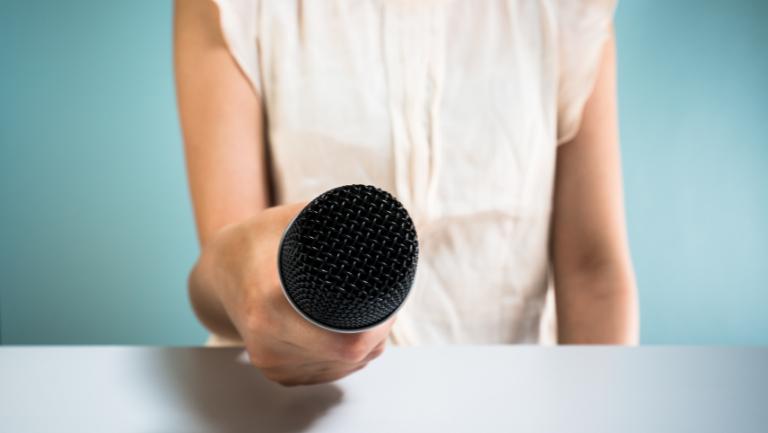 ćwiczenia na emisję głosu wing person
